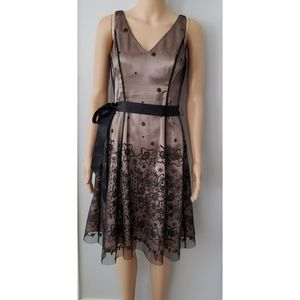 Adriana Papell Black Floral & Tan Underlay Size 4